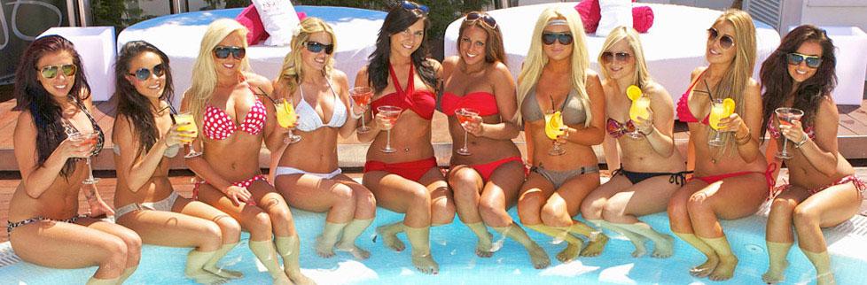 hot girls bikini pool